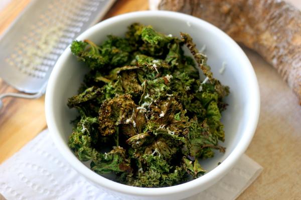 Horseradish kale chips